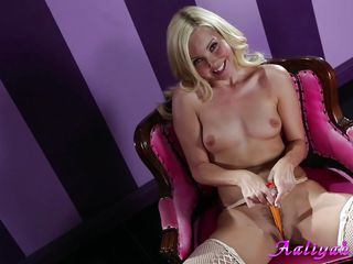 aaliyah love and her white sex tool
