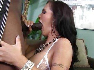 Jenna Presley mouth fucks a massive skin flute