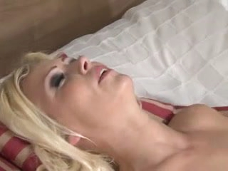 Blonde screwed by small shlong transsexual