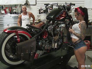 hawt tattooed babe fucked in a bike garage