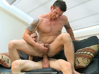 Pretty flower guy is riding on stud's dong tenaciously