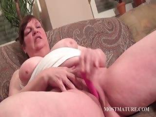 Corpulent mature vibrating hungry pussy