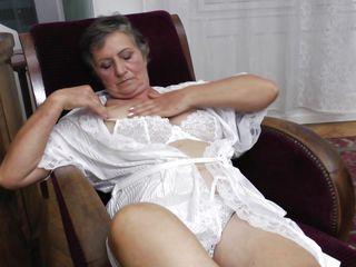 nasty grandma jana is masturbating
