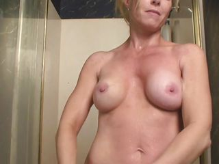 i`m a hot blond mature who`s cumming