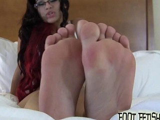 Engulfing on Sahryes perfect little toes