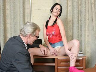 Hawt juvenile student tastes her teacher's jock