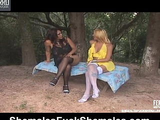 Penelope&Camille seductive t-girls in action
