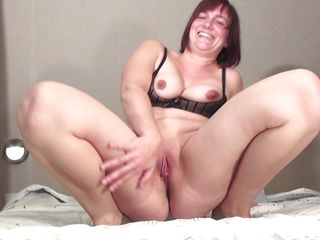 mature mama caro is sucking a young cock