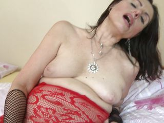 horny matyre lady playing vibrator