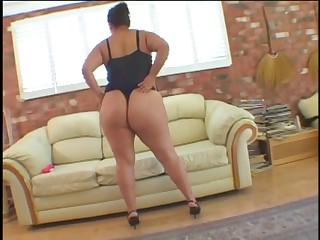 Obese lesbians bonks with dildo