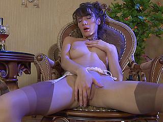 Viola wearing hawt stockings