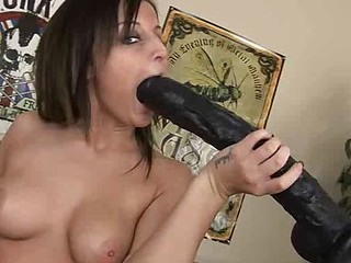 We got some rock chick on bed. Join naughty babe Melissa as she fucks herself with her toy.