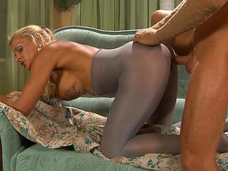 Hannah&Benjamin pantyhosing on clip
