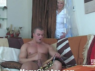 Monica&Nicholas mom gives booty act