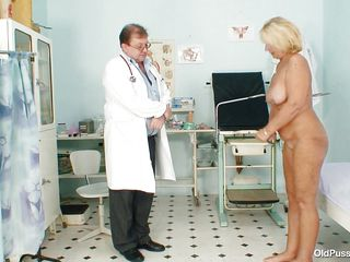 blonde mature getting willing to examine her body