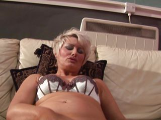 obese blond mature masturbating hard with a big dildo