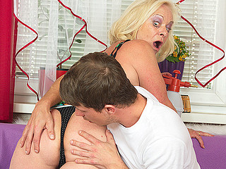 Filthy and ugly blonde wench is riding a bulky donger and blowing deep