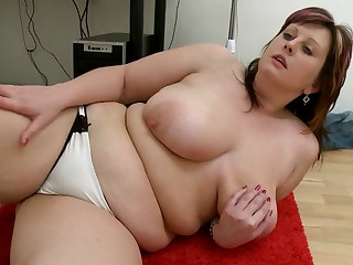 corpulent hotty masturbates in front of  computer