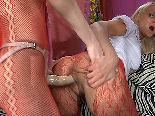 Dolly&Judith perverted pantyhose episode