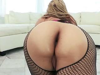 Sarah's Pretty Butt