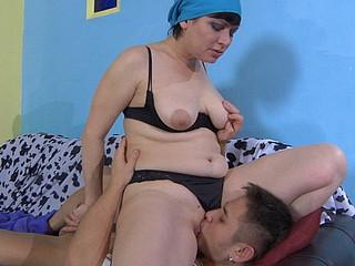 Elsa&Govard horny mommy on video